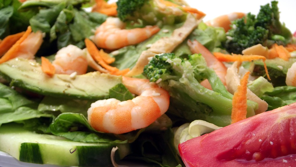 comer ensalada ayuda a perder peso